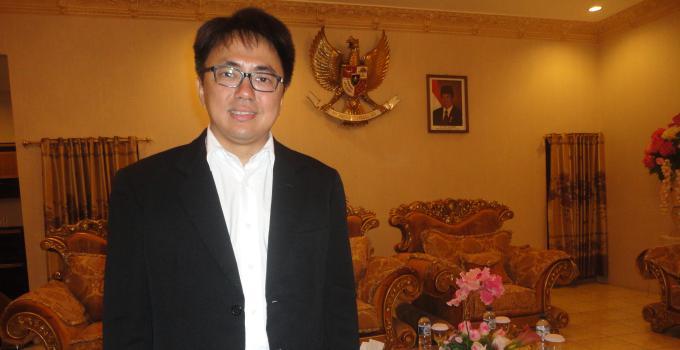 Ketua Deprov Liburan ke Luar Negeri, Agenda Dewan Terbengkalai