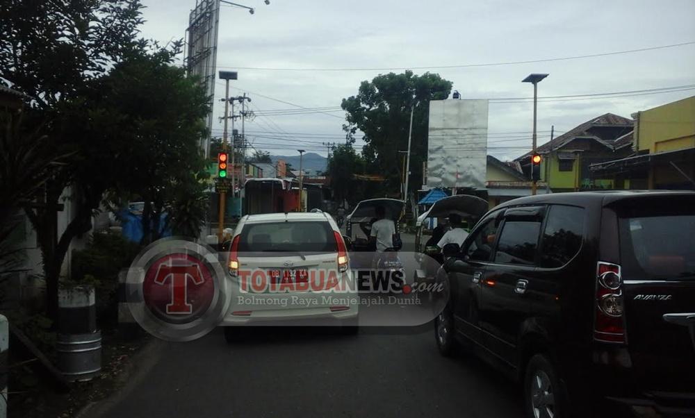 Traffic Light Simpang Empat Mogolaing Rusak